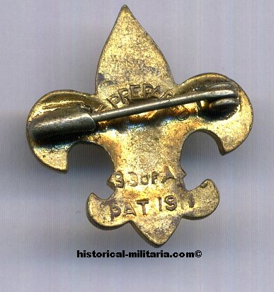 Original BSA pin badge ( Boy Scounts of America ) with maker markings 2.2 cm tall - needle got stucked at backside