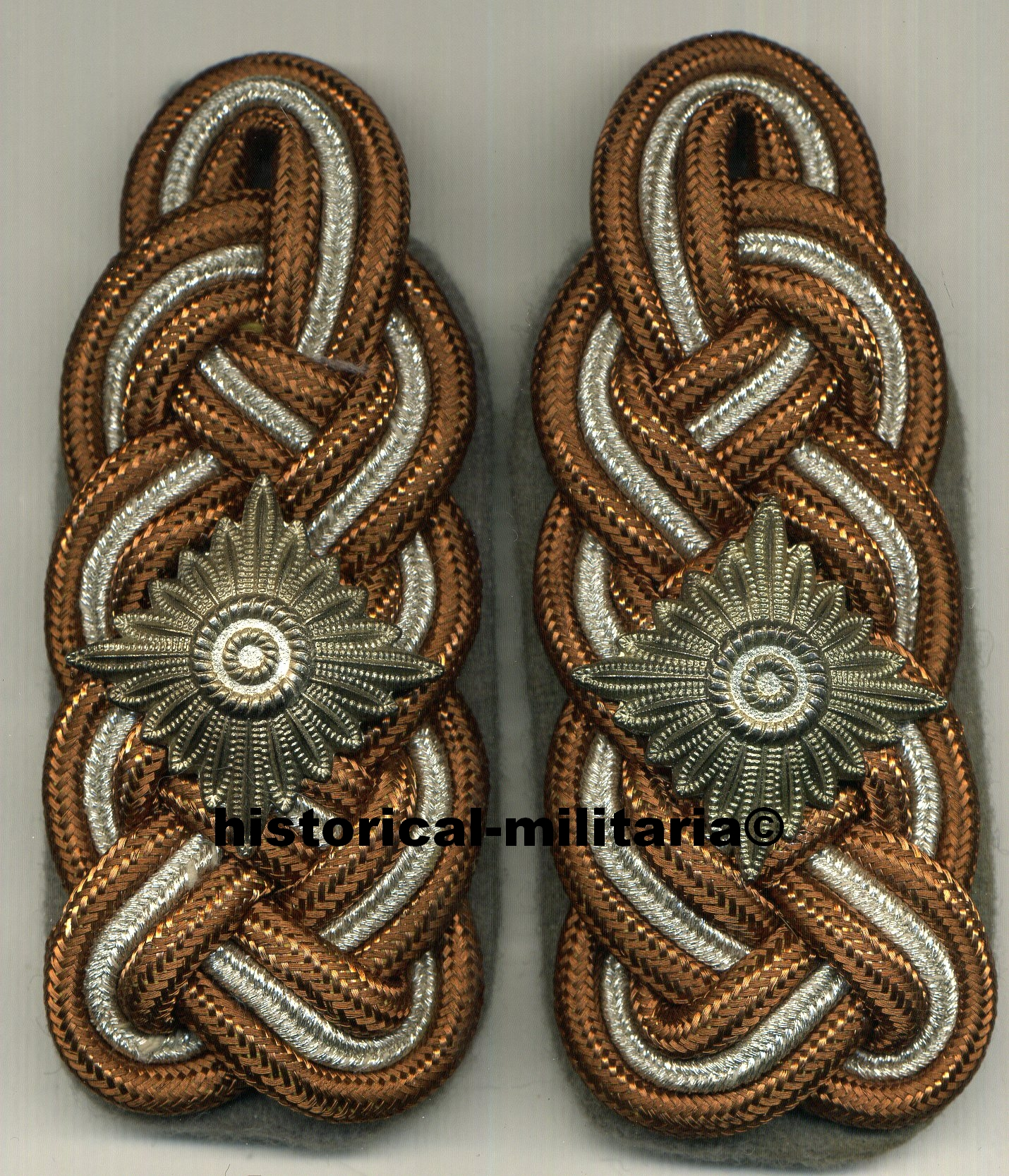 Waffen-SS SS-Gruppenführer slip-on aged shoulder boards SS-Gruppenführer Schulterklappen with large sized AGED General Officer's pips - Major General SS - spalline da Generale di Divisione della Waffen-SS