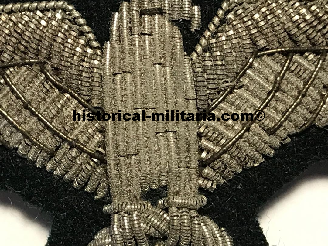 German Wehrmacht Brustadler Offizier - Officer breast eagle with highlights in silver wire on dark green - Aquila da petto Ufficiale su panno verde